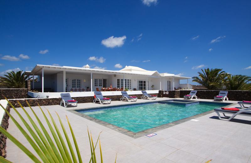 Reduced Price!!!Beautiful Luxury Villa in Puerto Calero with Massive plot of Land and Sea Views