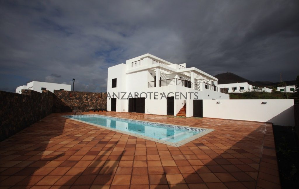 UNIQUE PROPERTY–FANTASTIC MODERN INDEPENDENT VILLA IN LAS BREÑAS