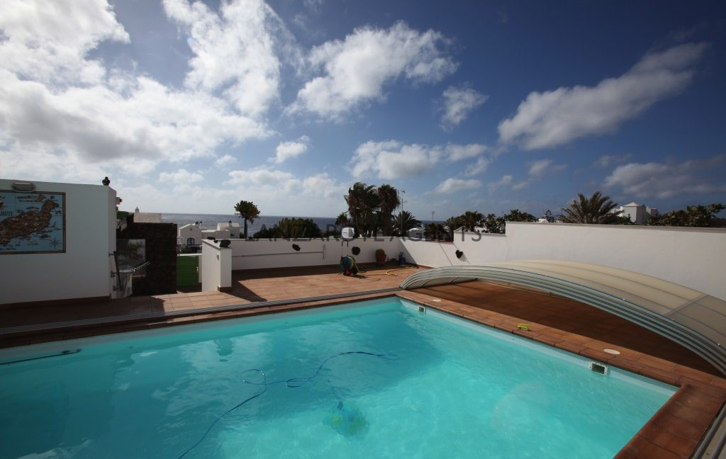 UNIQUE PROPERTY IN CHARCO DEL PALO WITH FANTASTIC SEA VIEWS AND AT ONLY 40m FROM THE SHORE