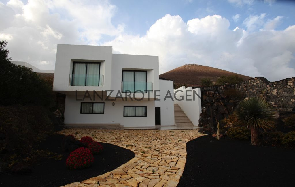WONDERFULL MODERN VILLA IN LA ASOMADA WITH AMAZING PANORAMIC VIEWS OF THE SEA AND THE MOUNTAINS