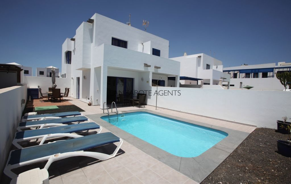Unique Opportunity to Buy a Fantastic  Semidetached Villa With Private Pool and Sea Views at only 10 min walk to Marina Rubicon in Playa Blanca