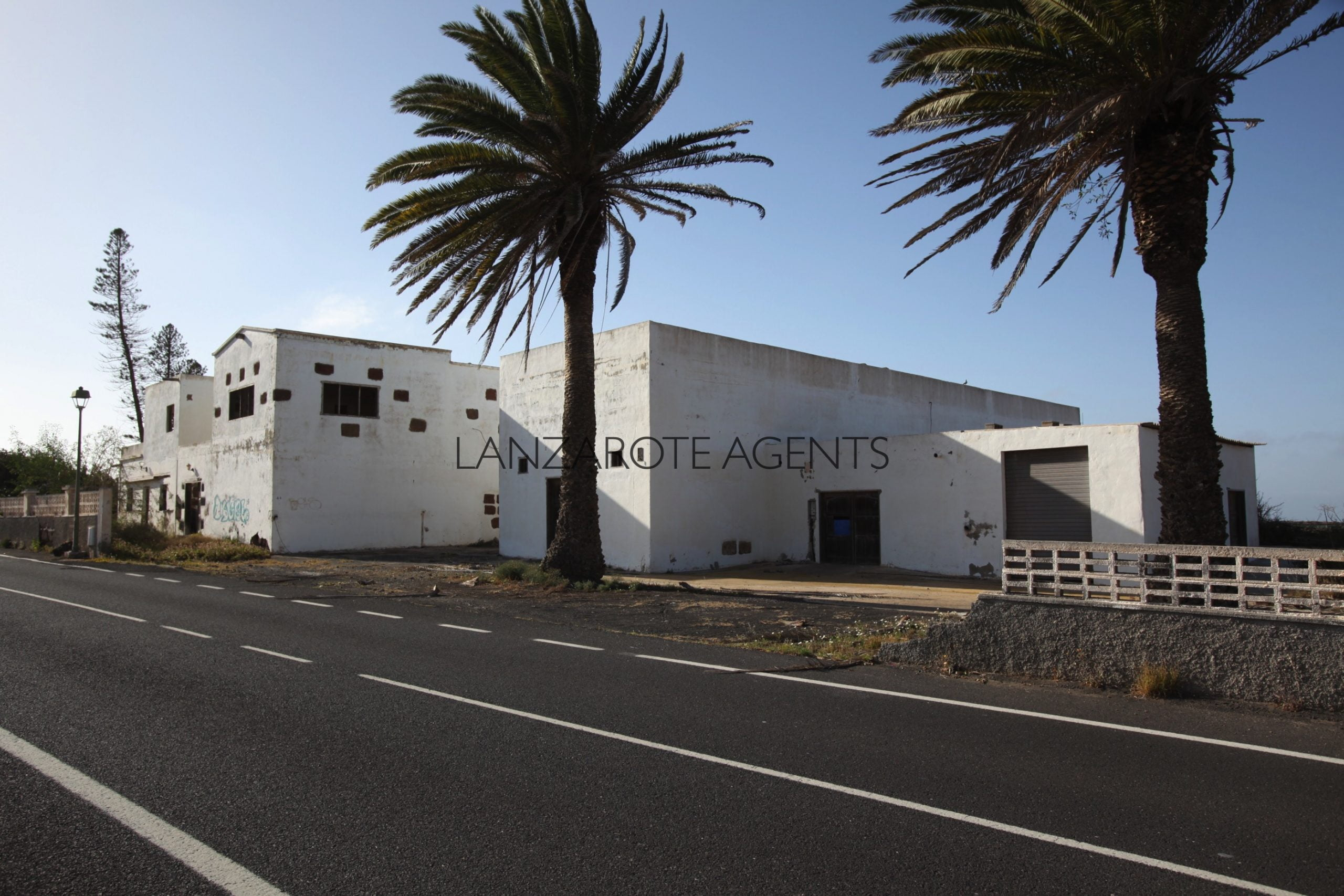 Investment Opportunity in Tinajo: 2 Houses, Agricultural and Industrial Buildings and 237.000m2 of Agricultural Land Perfect for Winery Business