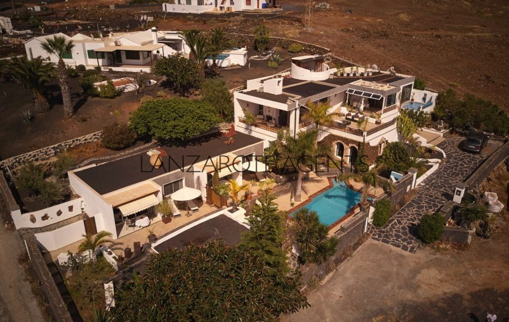 REDUCED PRICE!!! FABULOUS MODERN VILLA IN LAS BREÑAS WITH THREE ANNEX APARTMENTS AND PANORAMIC VIEWS OF THE SEA AND THE VOLCANOES