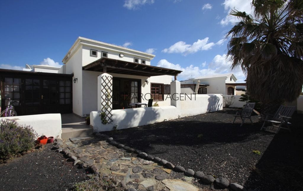 UNIQUE OPPORTUNITY TO BUY A DETACHED VILLA ON 2nd LINE OF THE SEA WITH FANTASTIC SEA VIEWS!!