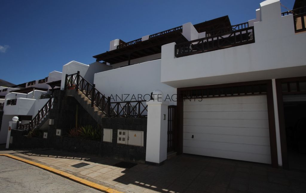 Unique Opportunity to Buy a Lovely Three Bedroom Terraced Villa at the Best Residential Complex in Playa Blanca with Fantastic Communal Pool and Massive Garage