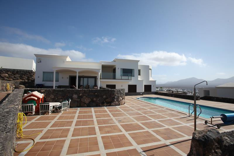 Not to Be Missed..Now Reduced Price!! Luxury Villa with Stunning Sea Views in The Highs Of Montaña Roja in Playa Blanca.