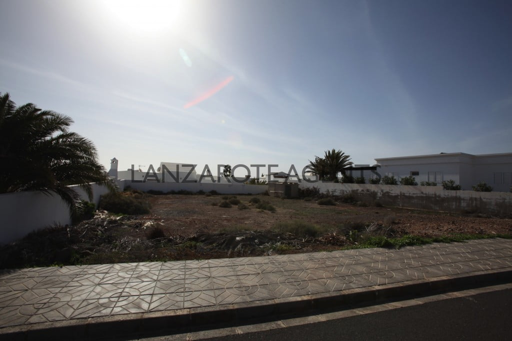 INVESTMENT OPPORTUNITY– PLOT OF LAND IN PUERTO CALERO AT FANTASTIC PRICE.