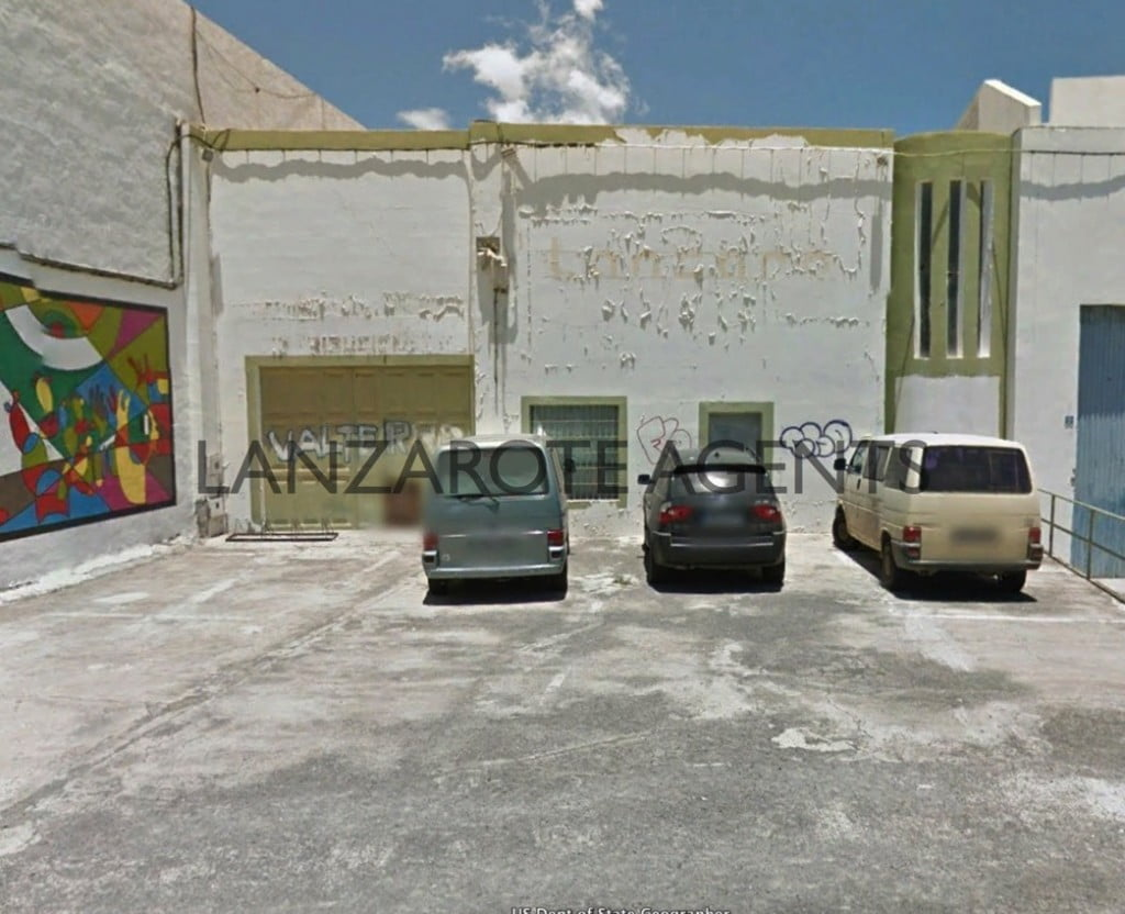 BARGAIN!!  REDUCED PRICE!!!!  OPPORTUNITY TO BUY AN INDUSTRIAL UNIT IN ARRECIFE CITY CENTRE