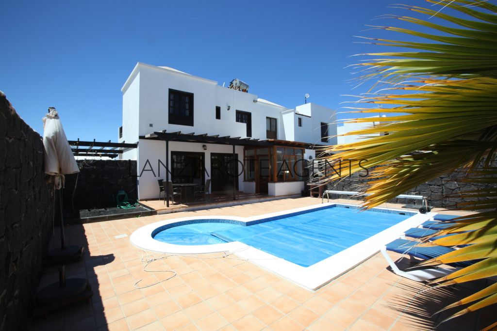 NOT TO BE MISSED!!  UNIQUE OPPORTUNITY TO BUY A SEMIDETACHED VILLA ON A QUIET COMPLEX WITH PRIVATE POOL!!