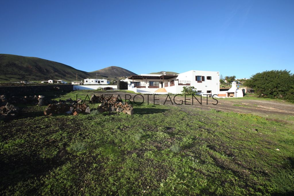 GREAT OPPORTUNITY TO BUY A LOVELY DETACHED VILLA IN LA ASOMADA WITH A LARGE PLOT OF LAND AND FANTASTIC PANORAMIC SEA VIEWS