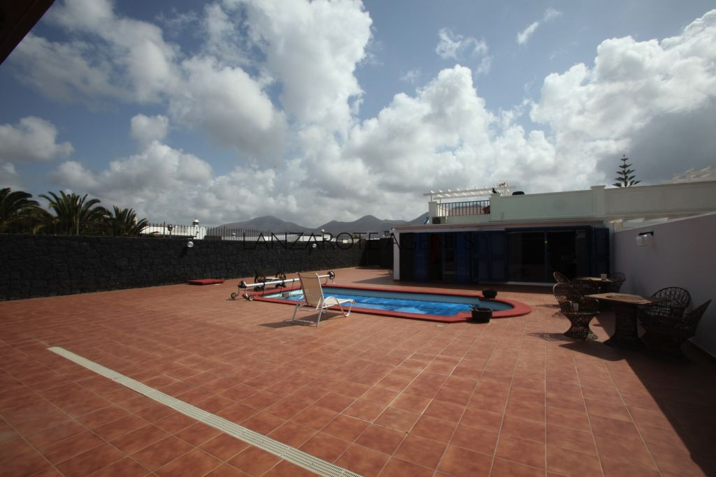 Fantastic Semi detached Villa in Costa Papagayo of Playa Blanca with Private Pool and a Great Outdoor Area.