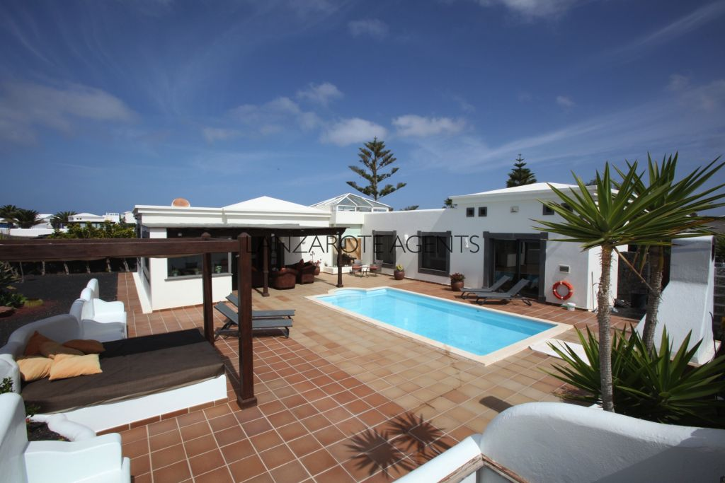 UNIQUE OPPORTUNITY!!! AMAZINGLY BEAUTIFUL VILLA IN FARO PARK IN PLAYA BLANCA WITH ALL THE FEATURES YOU NEED AND SEA VIEWS!!