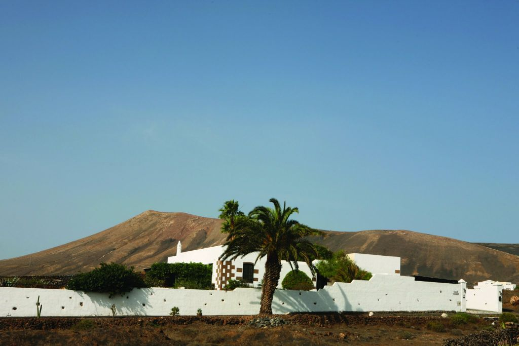 Great Opportunity to buy a Beautiful Canarian Country Villa with Amazing Panoramic Sea Views, Sitting on a Good size Plot of Land with an Independent Apartment
