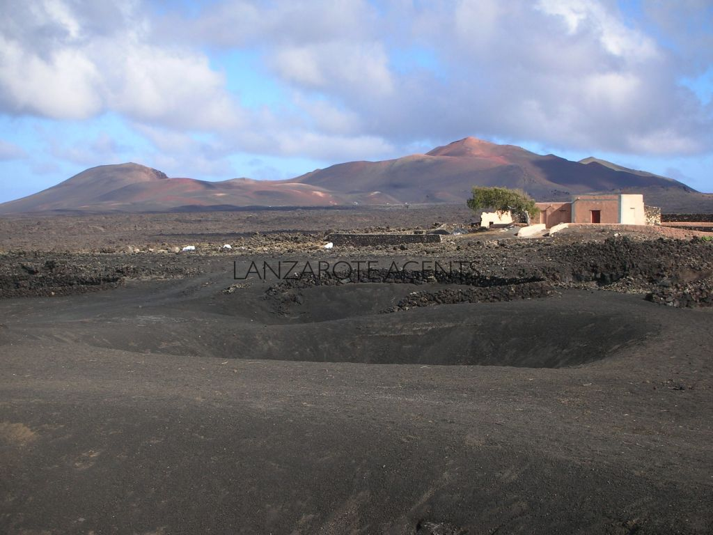Unique Opportunity to Buy a Canarian House With a Big Plot of Land in La Geria Natural Park with Stunning Views of the National Park of Timanfaya
