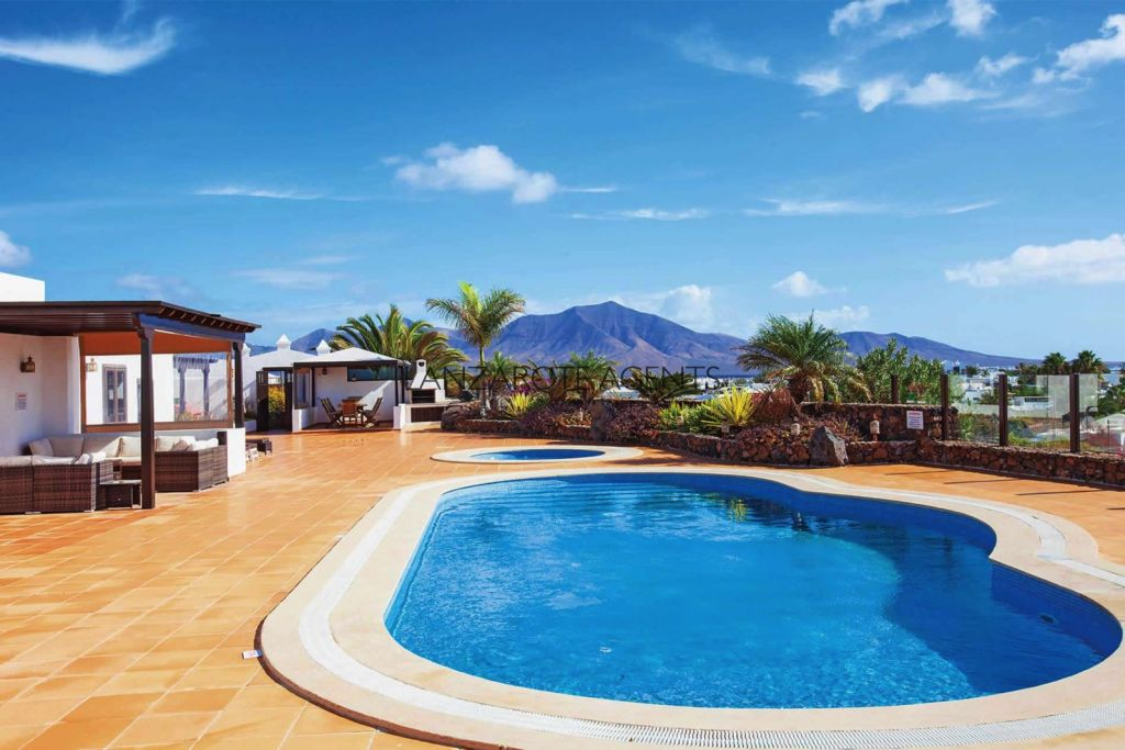 Luxury Villa in Playa Blanca with the Most Beautiful Panoramic Views
