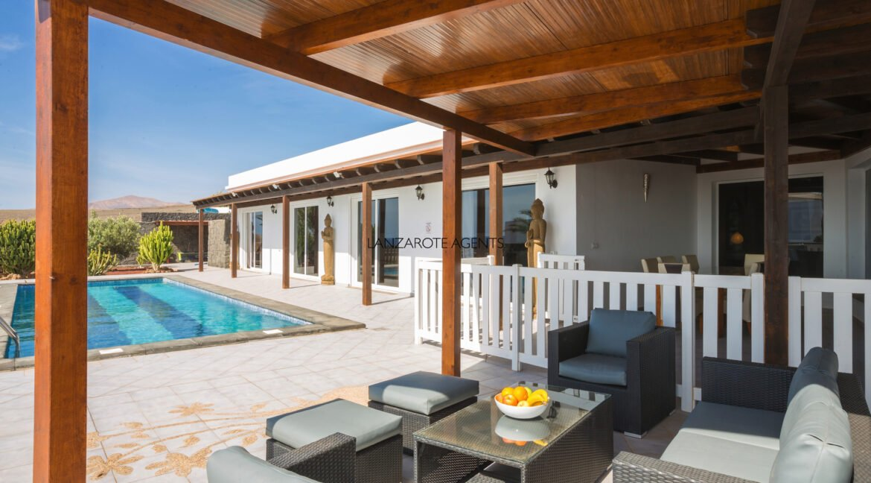exterior_living_room