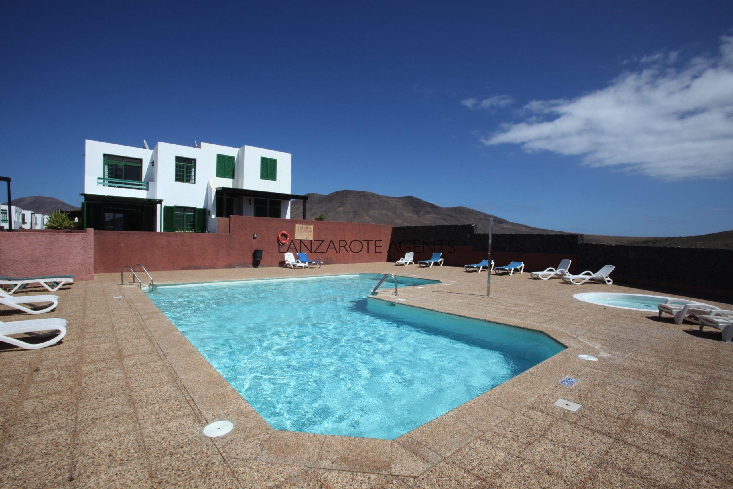 Unique Opportunity to Buy a 3 Bedroom Semi detached Villa in Las Coloradas with Communal Pool