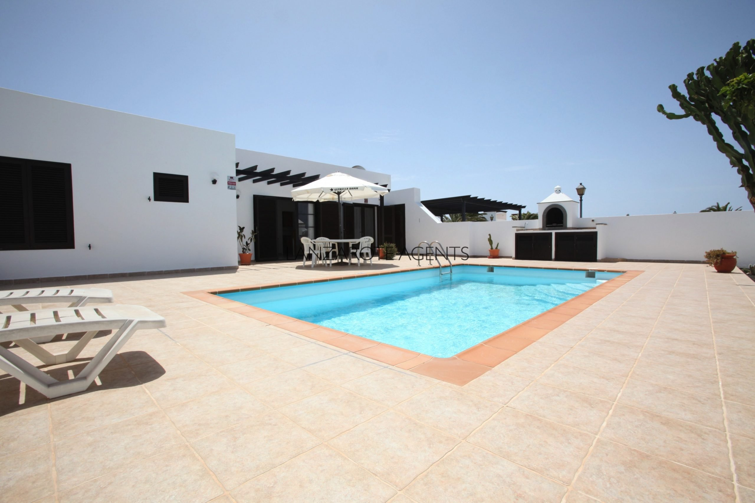 BARGAIN!!! One off Opportunity to buy a Three Bedroom Semi Detached Villa with Tourist License and Private Pool