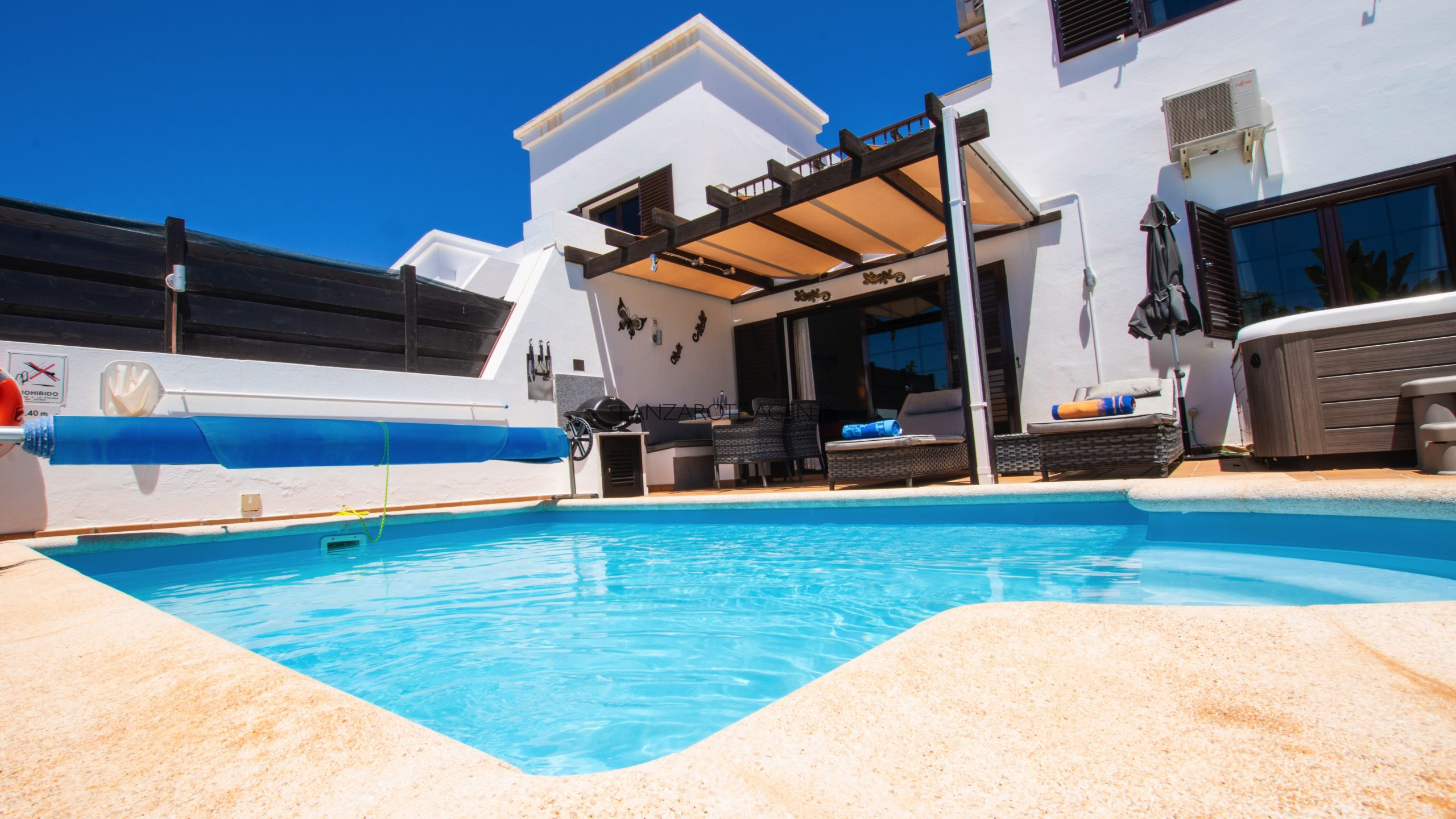 Unique Opportunity to Buy the perfect Two bedroom Property With Tourist License Vv, Sea Views , Private Pool and Jacuzzi