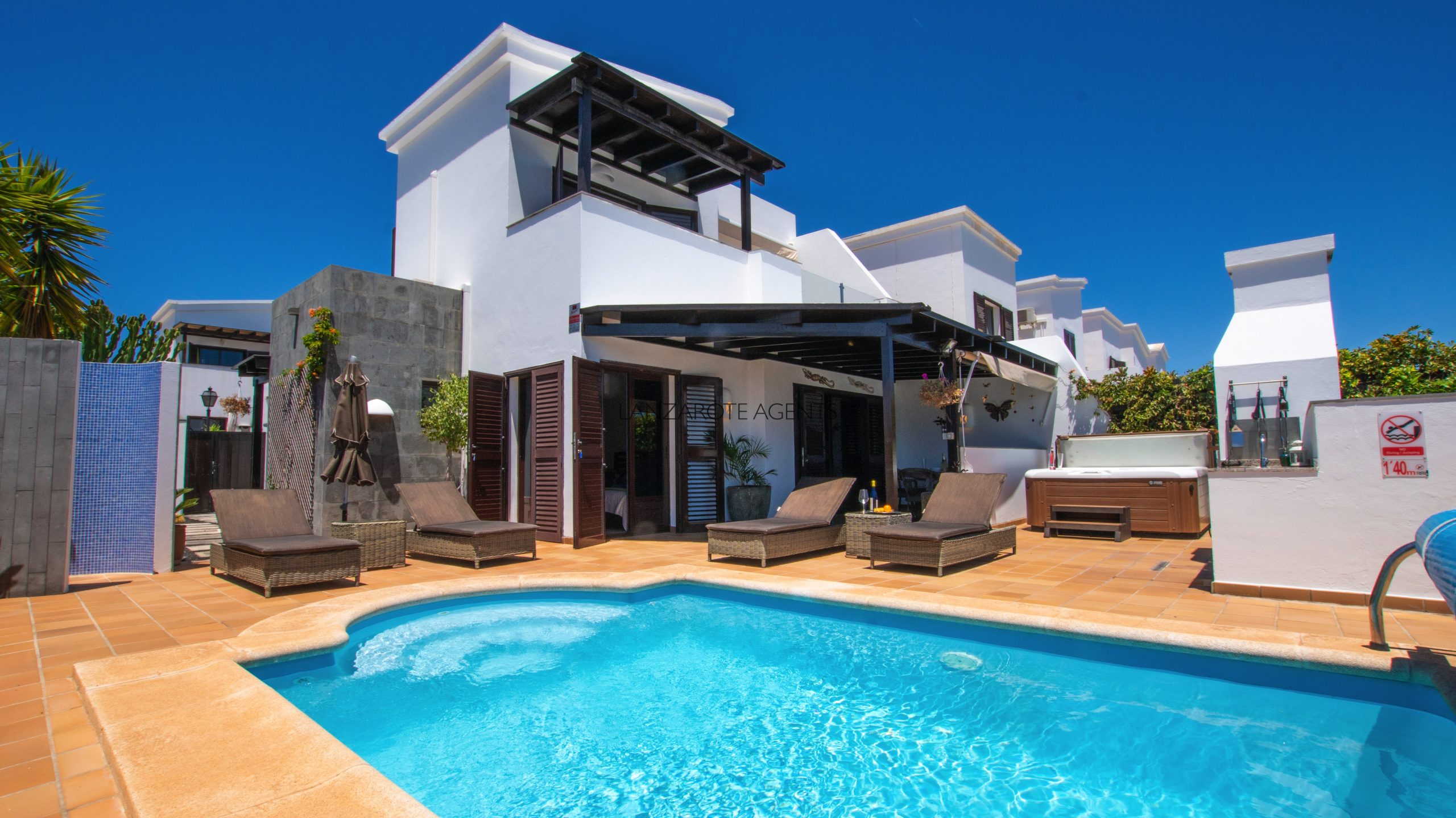 Perfect Corner Plot Two Bedroom Villa with Sea Views, Private Pool, Hot Tub and Tourist License Vv