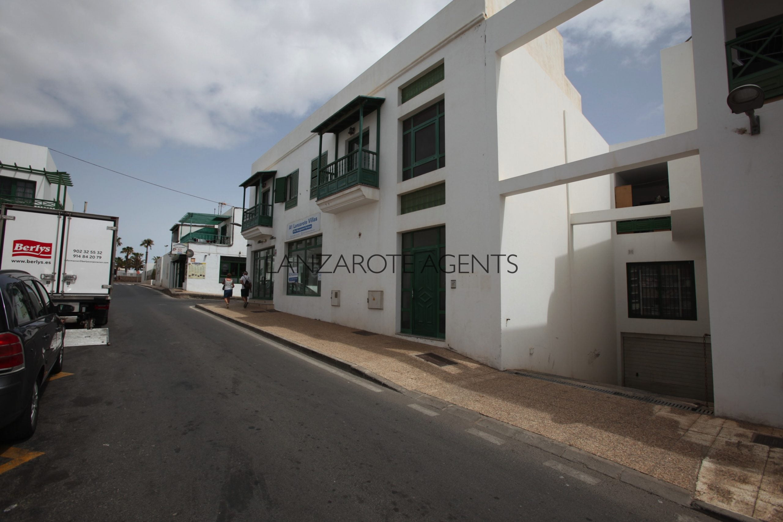 Lovely Two Bedroom Apartment in Playa Blanca Town Centre