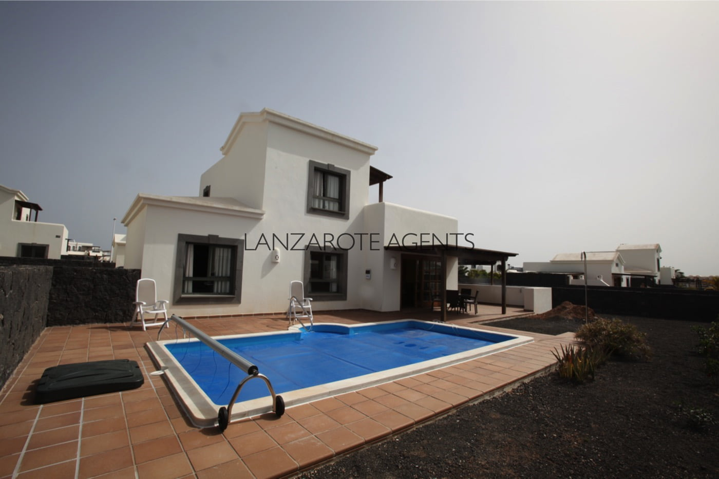 Reduced Price!!!Fabulous Detached Three Bedroom Villa in a Quiet Residential Complex at Only 2 Min from the Sea.