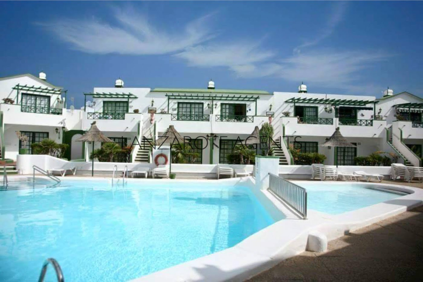 Great Opportunity to Buy a Lovely One Bedroom Apartment on a Complex with Communal Pool.