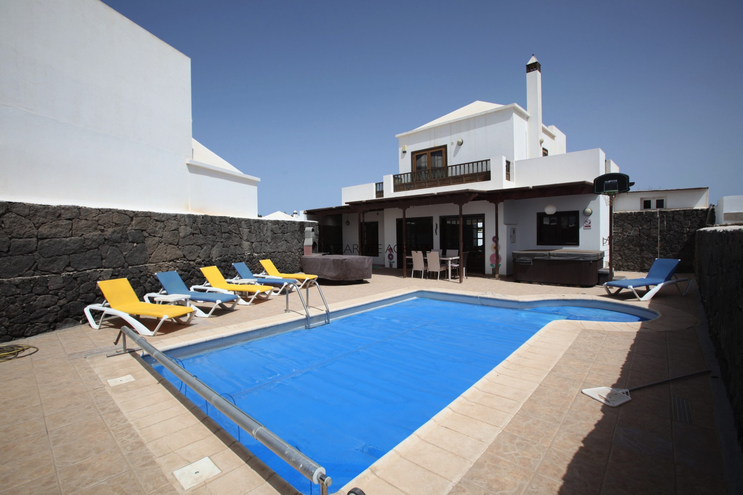 Lovely Detached Three Bedroom Villa in Quiet Complex with Private Pool and Tourist License Vv