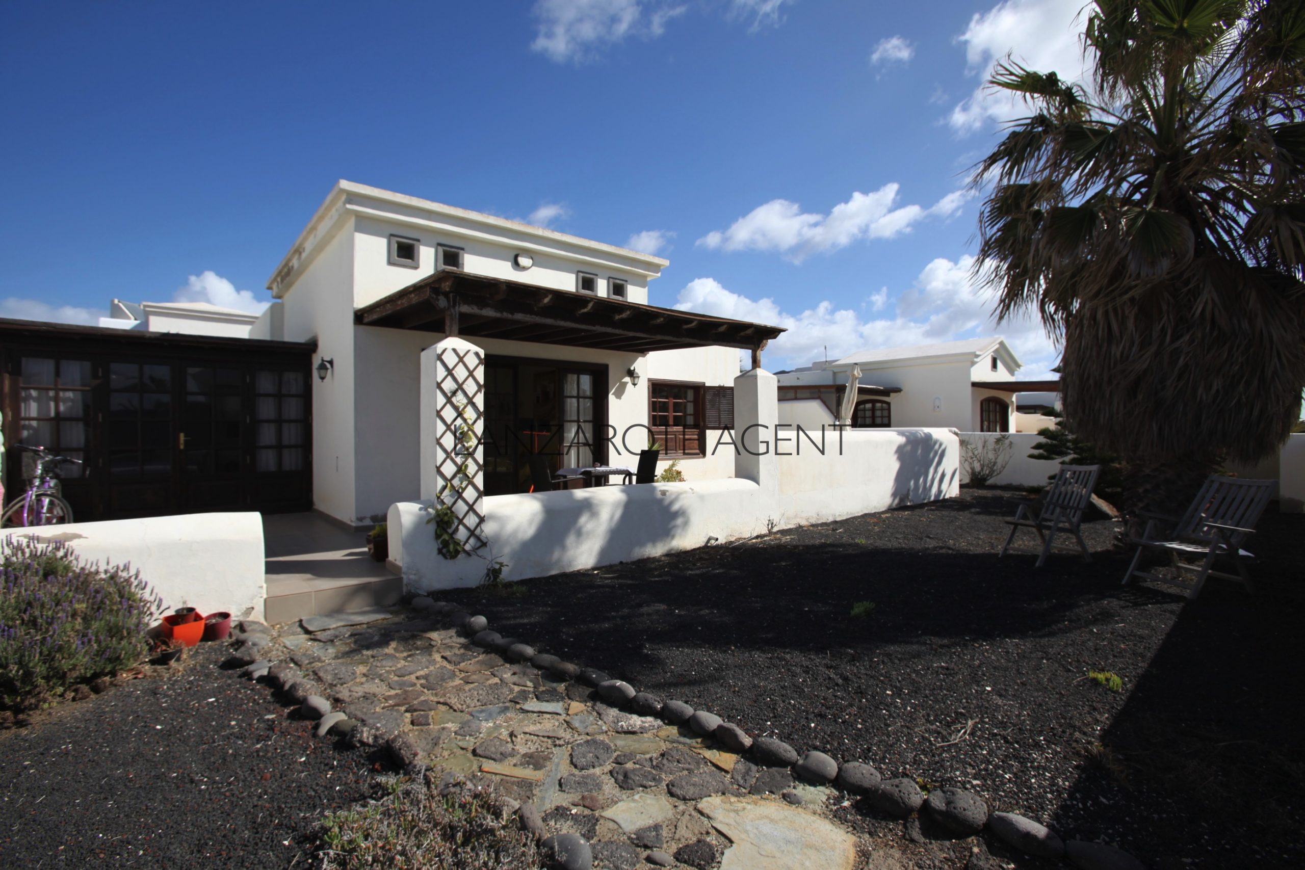 Charming Detached Two Bedroom Villa with Sea Views and Communal Pool