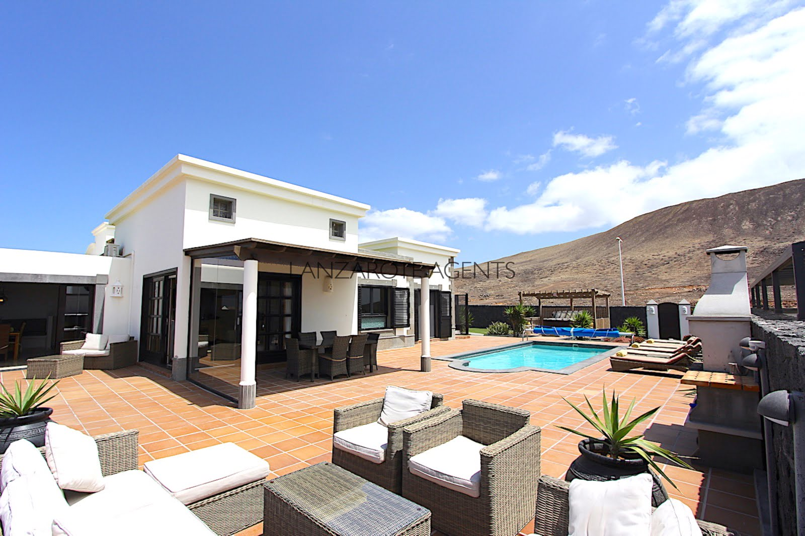 Immaculate Detached Villa in Quiet Residential area with Stunning Sea views and a Self Contained Apartment
