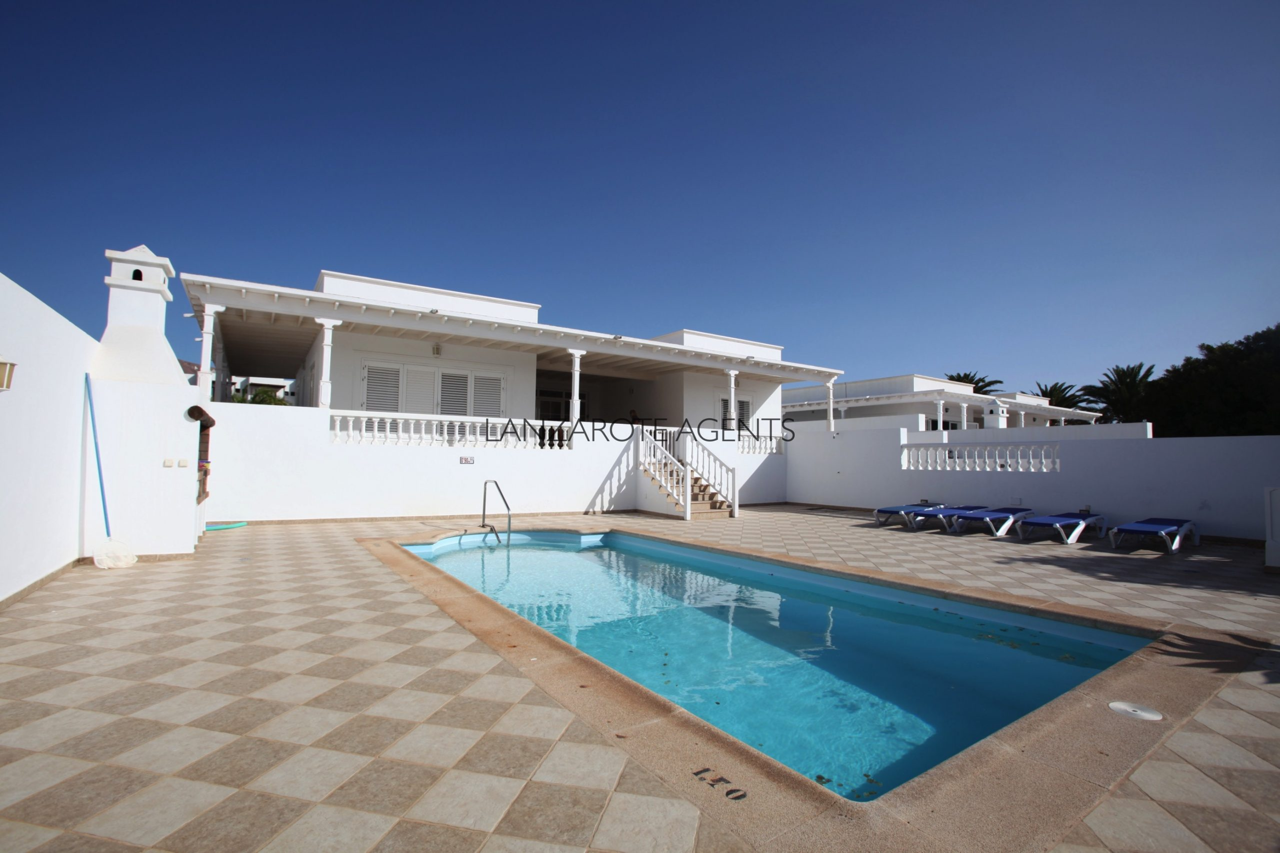 Wonderfull Spacious Luxury Detached Villa In Puerto Calero with Private Pool