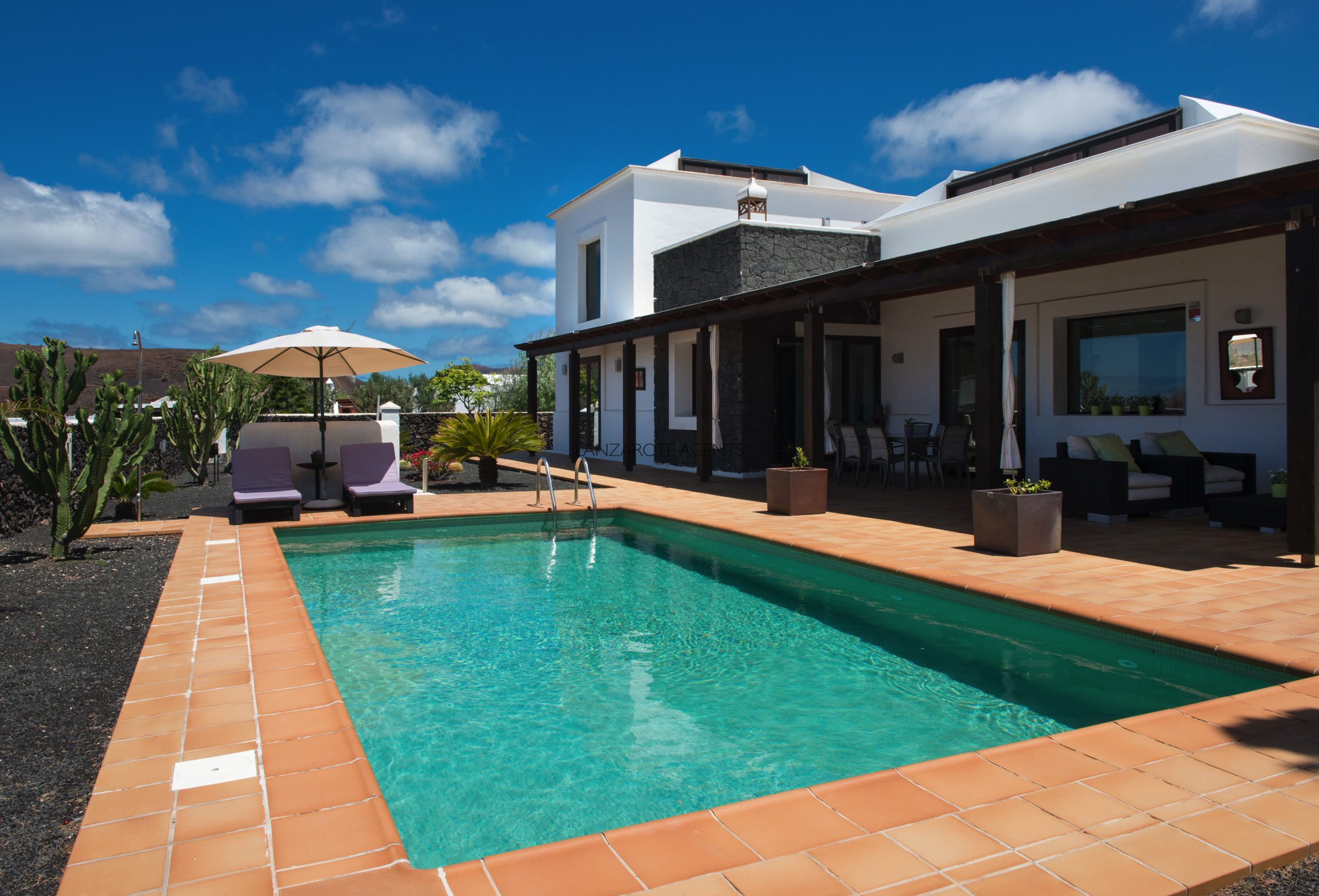 Stunning Detached Three Bedroom Villa in Yaiza with A Self Contained Apartment, Private Pool and Garage.