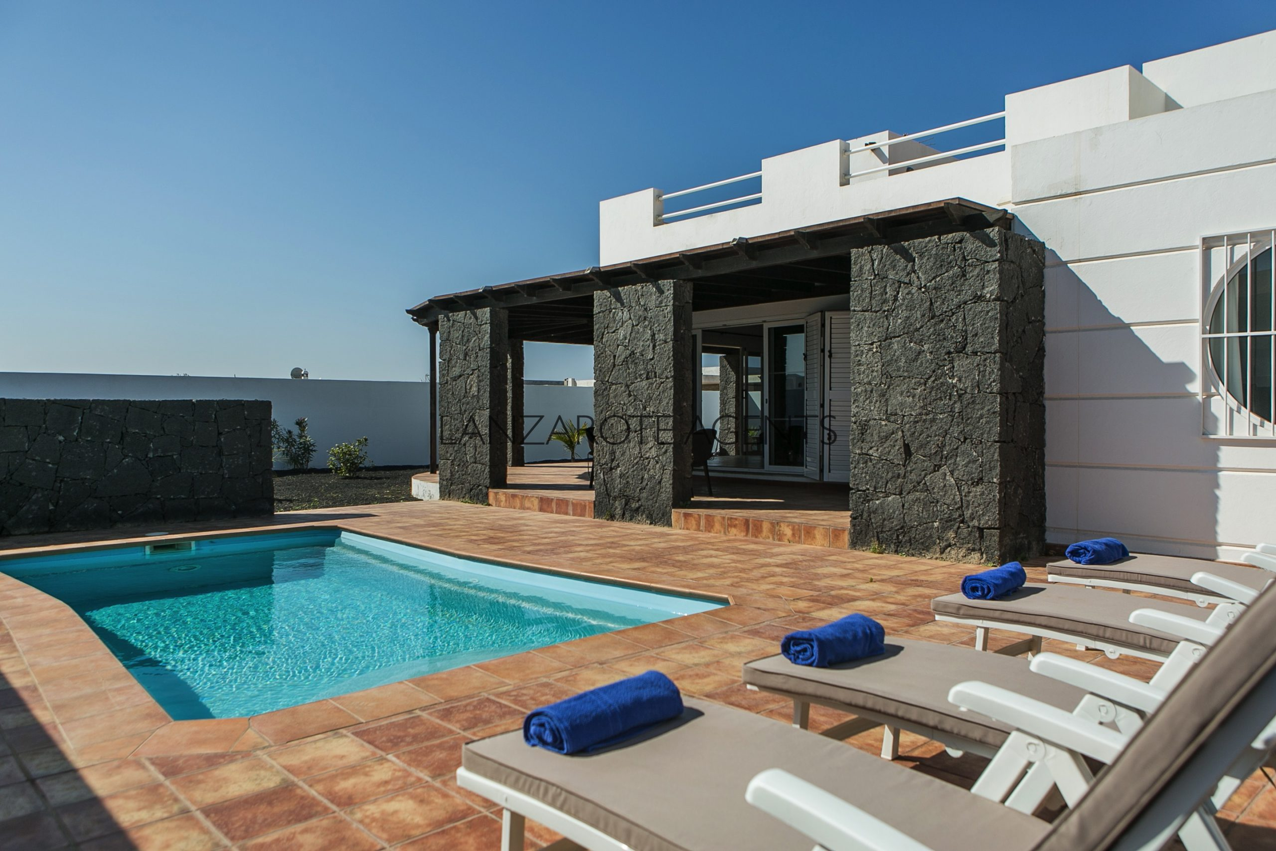 5 Bedroom Villa in Playa Blanca with Vv License, all ready to continue the rental business