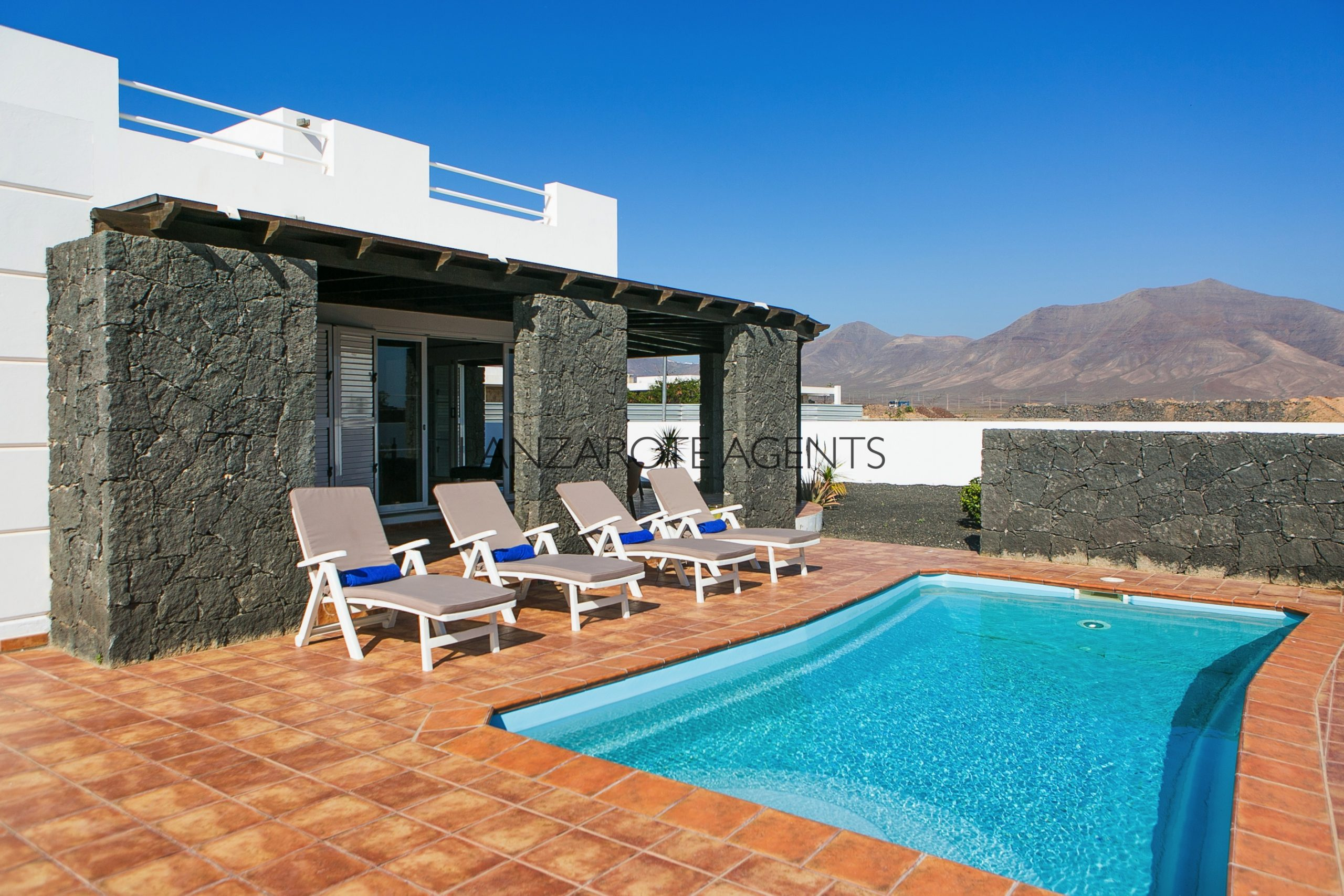 Fabulous 4 Bedroom Villa With Vv Tourist License and ready to continue the rental business