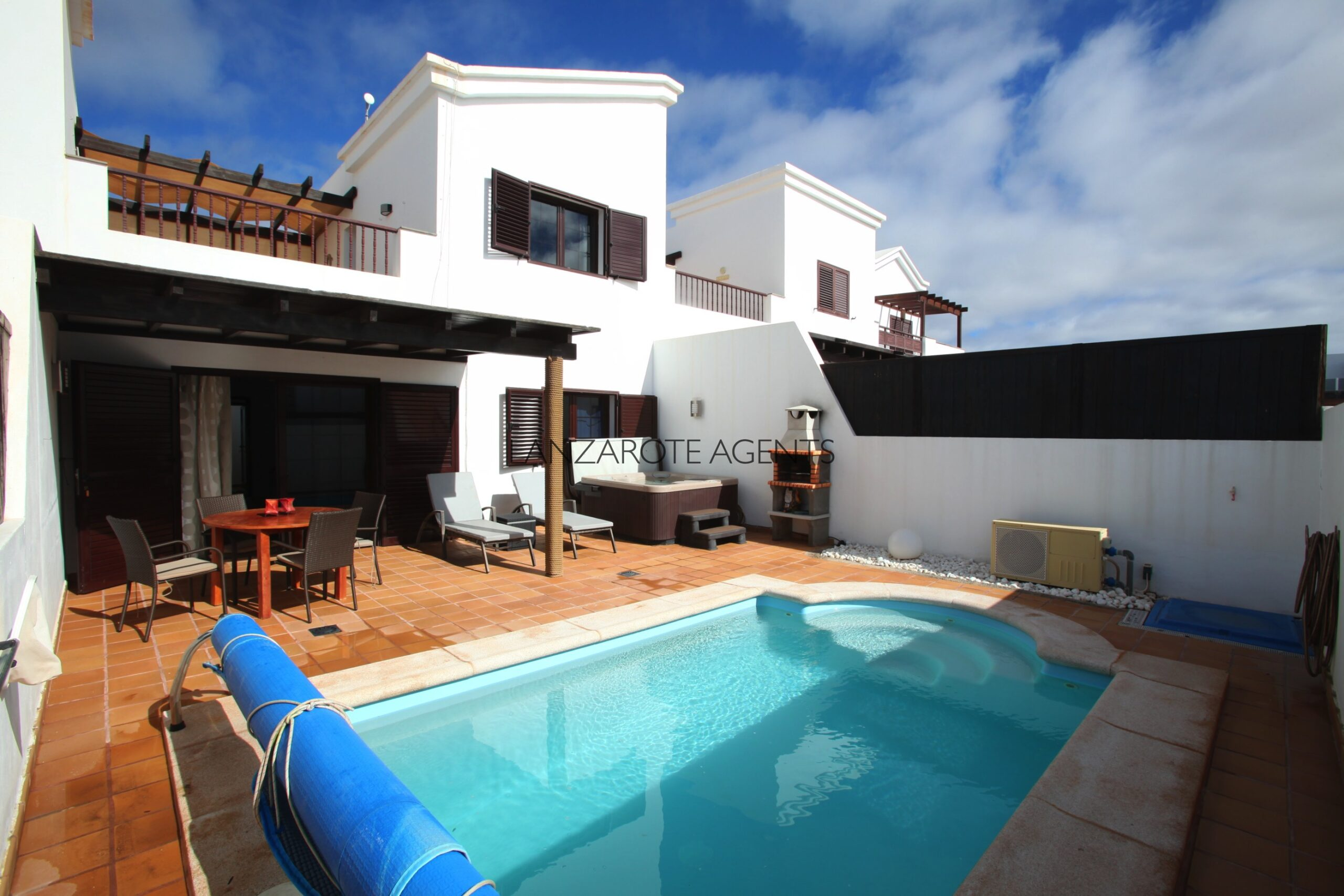 Fantastic Two Bedroom Villa With Private Pool, Hot-Tub, Tourist License Vv and Future Bookings
