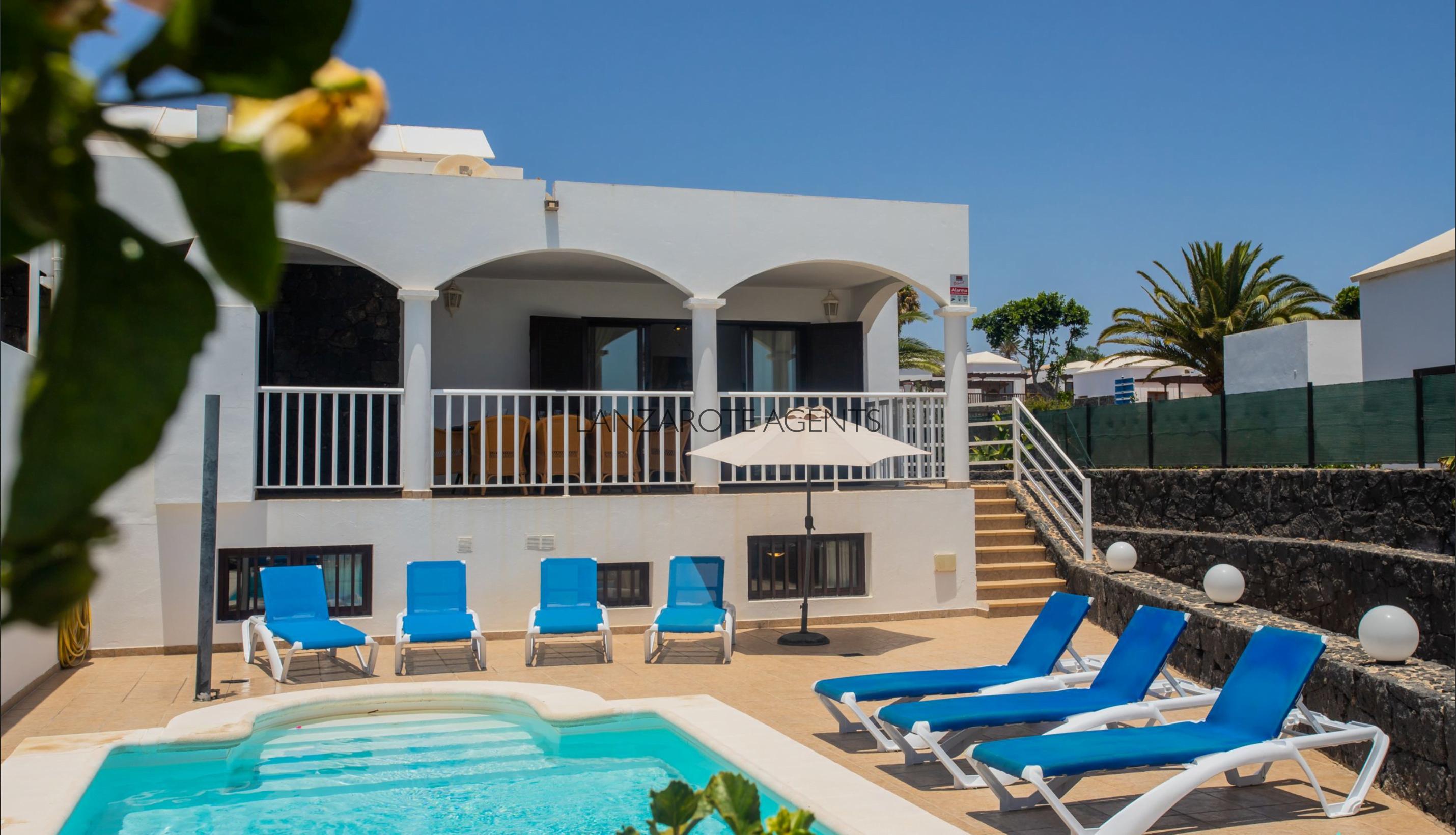 Fantastic 6 Bedroom Villa in Playa Blanca at only 10 min walk from Dorada Beach