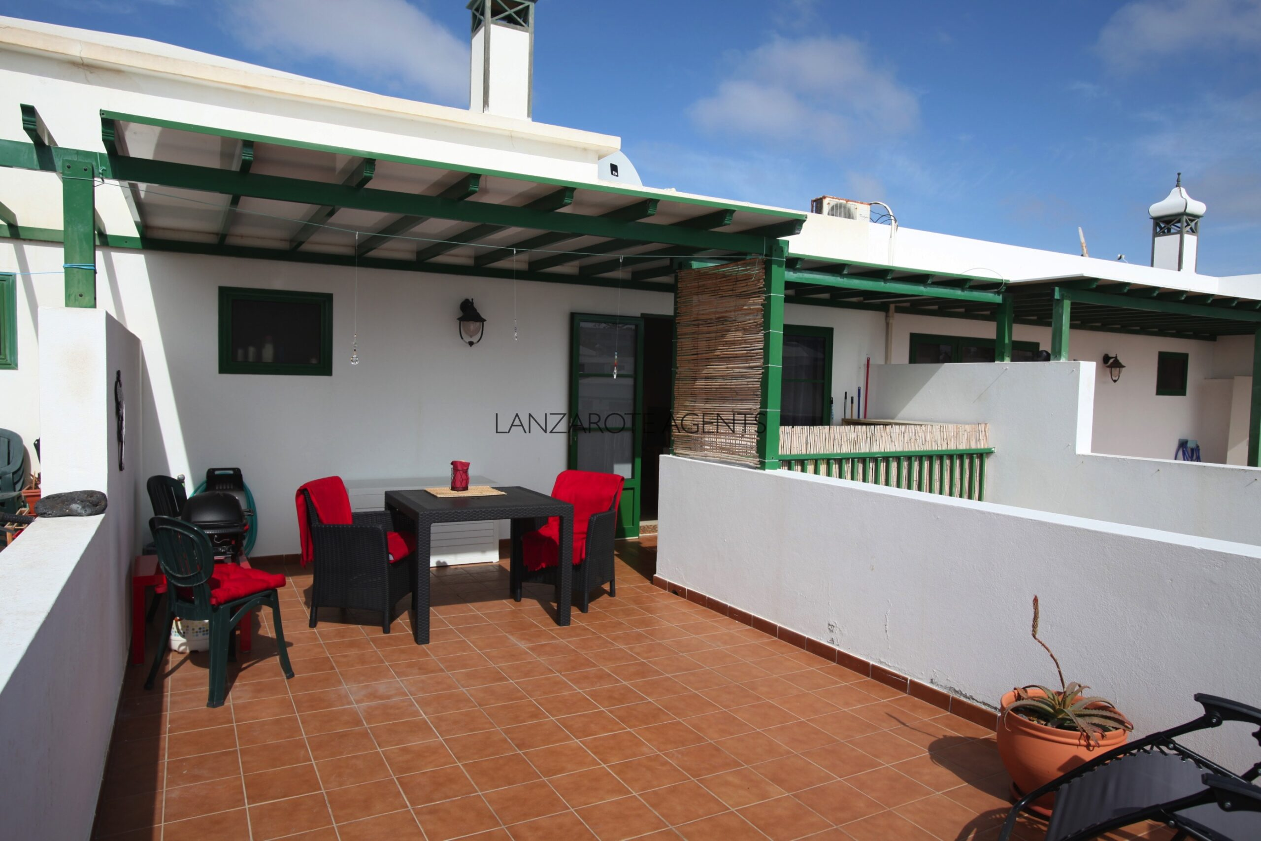 Perfect Top Floor One Bedroom Apartment in Playa Blanca Town Centre with Sea Views