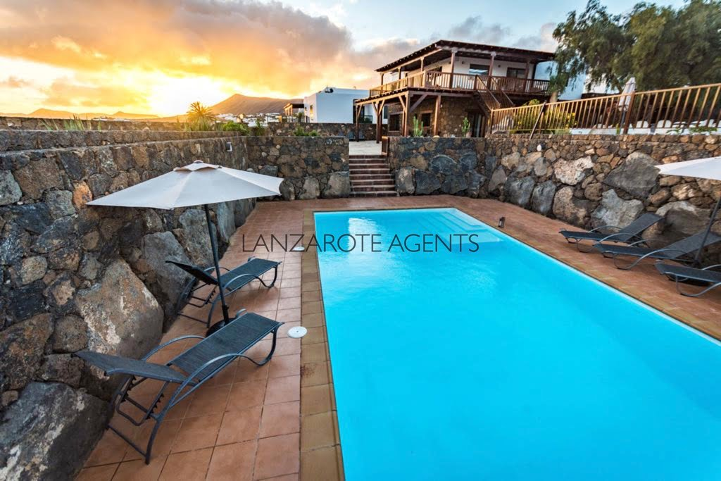 Luxury Villa in the Heart of Lanzarote with Stunning Sea and Mountain Views, Private Pool and Annex Apartment