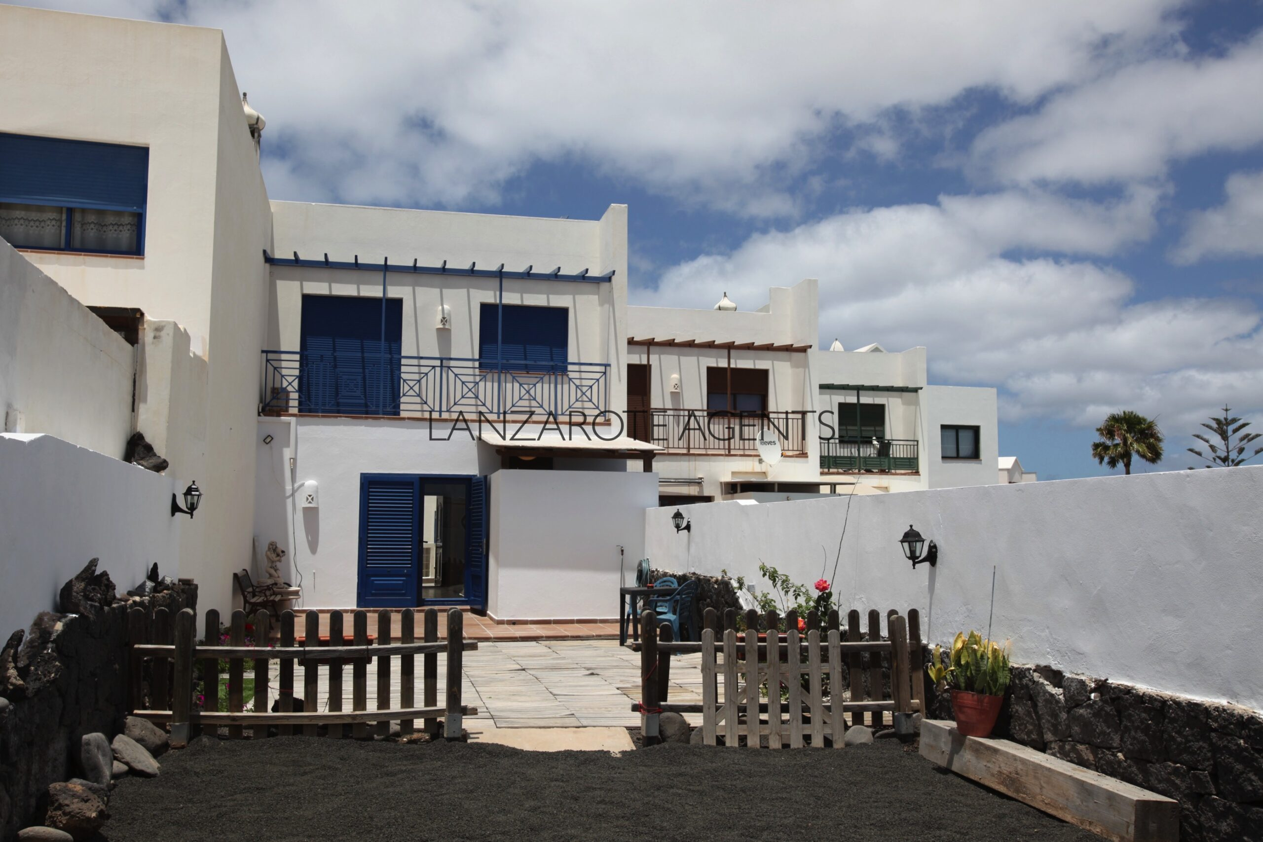 Terraced 3 Bedroom Villa with Large Garden, Panoramic Views and Garage.