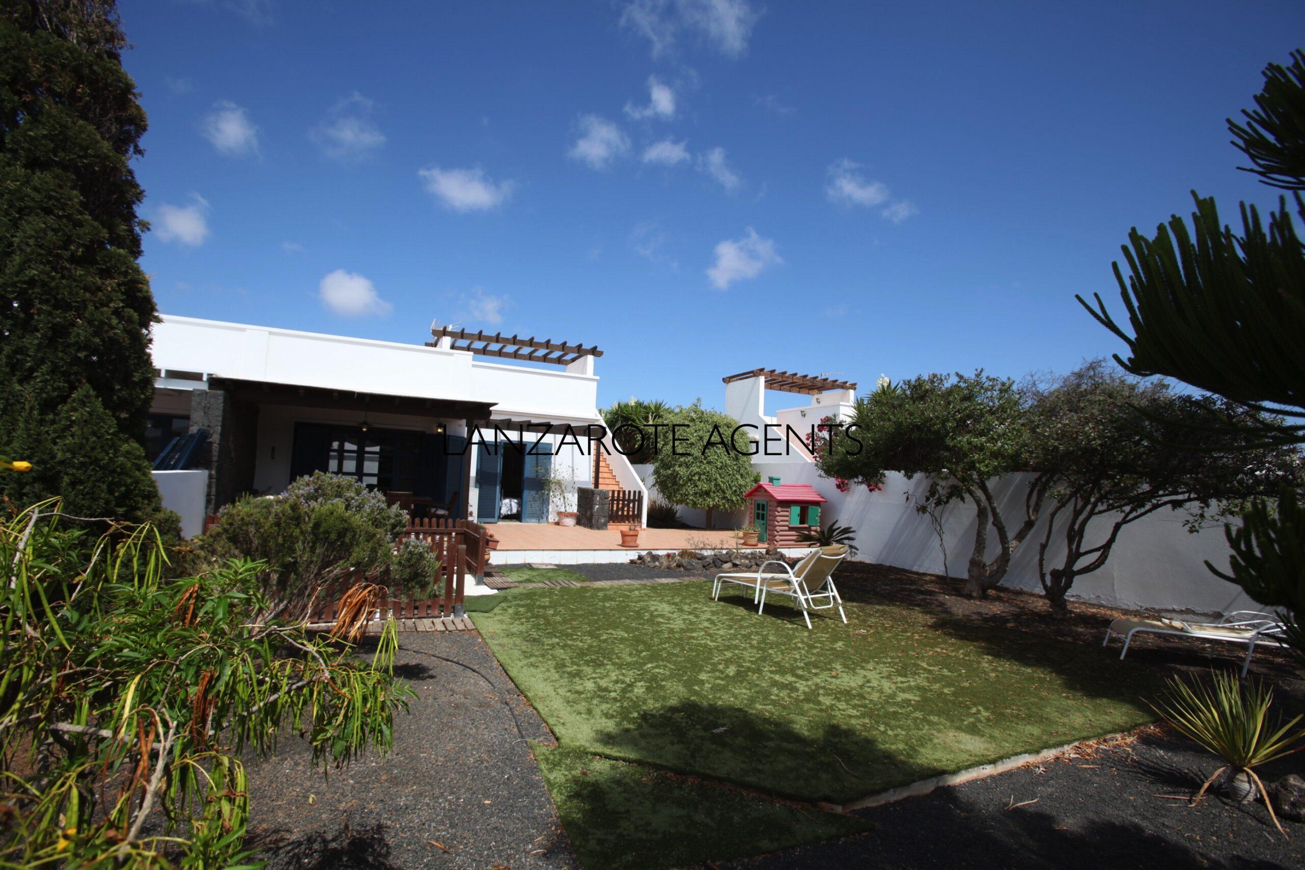 Beautiful 3 Bedroom Villa in Quiet cul-de-sac at 15 min Walk to the Dorada Beach and Mature Garden