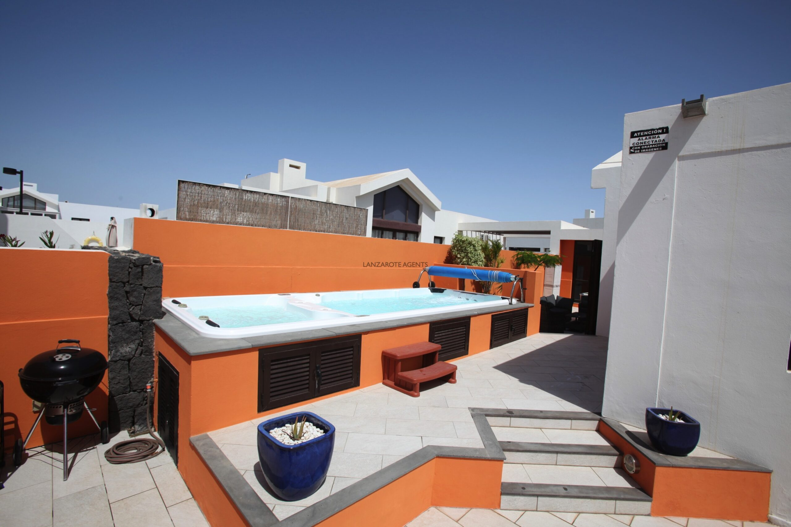 Fabulous 3 Bedroom Semi Detached Villa near Town Centre with Massive Hot Tub/ Pool and Rental Bookings