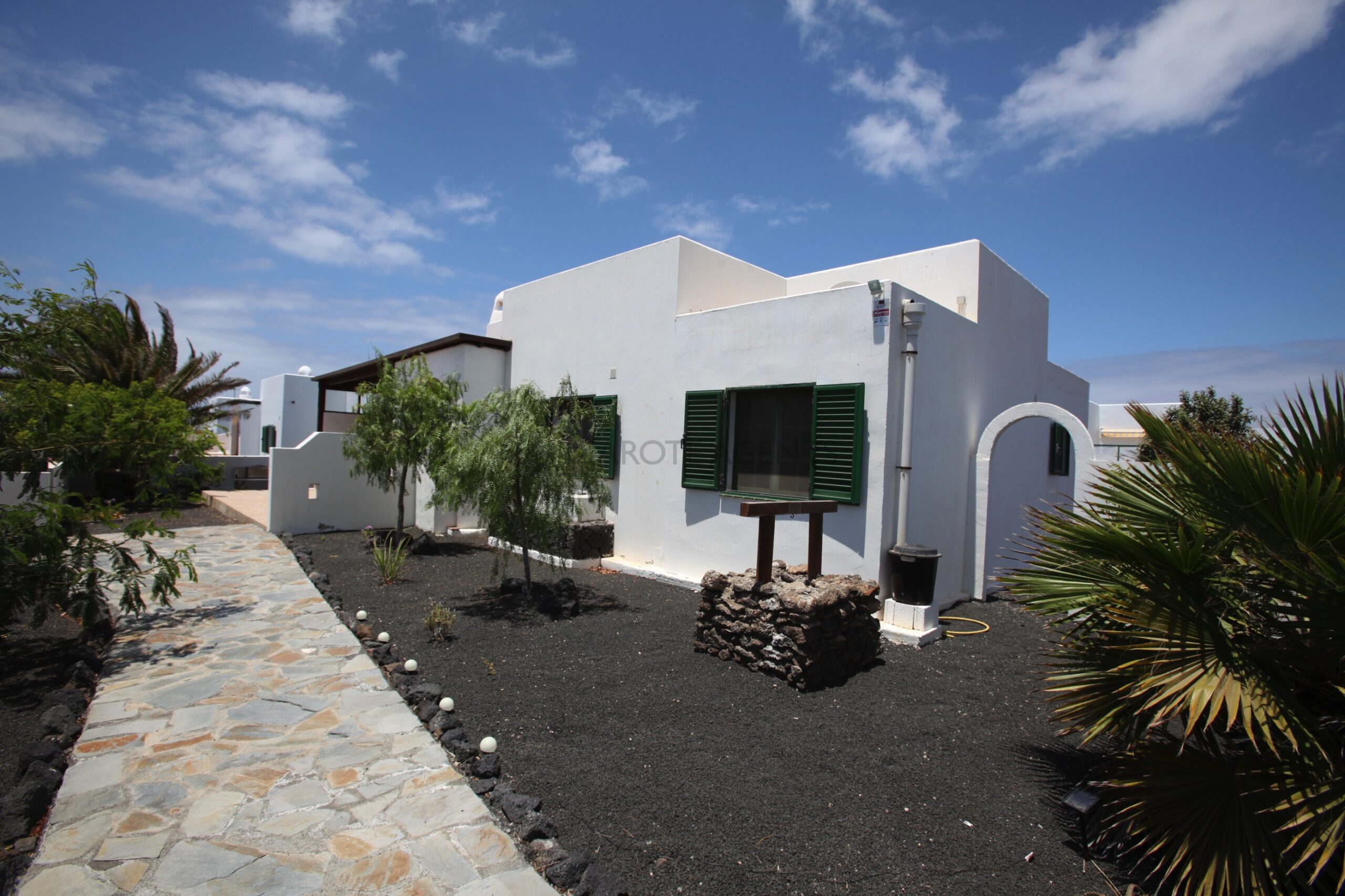 Detached 3 Bedroom Villa on a Spacious Corner Plot,  Mature Gardens and Communal Pool