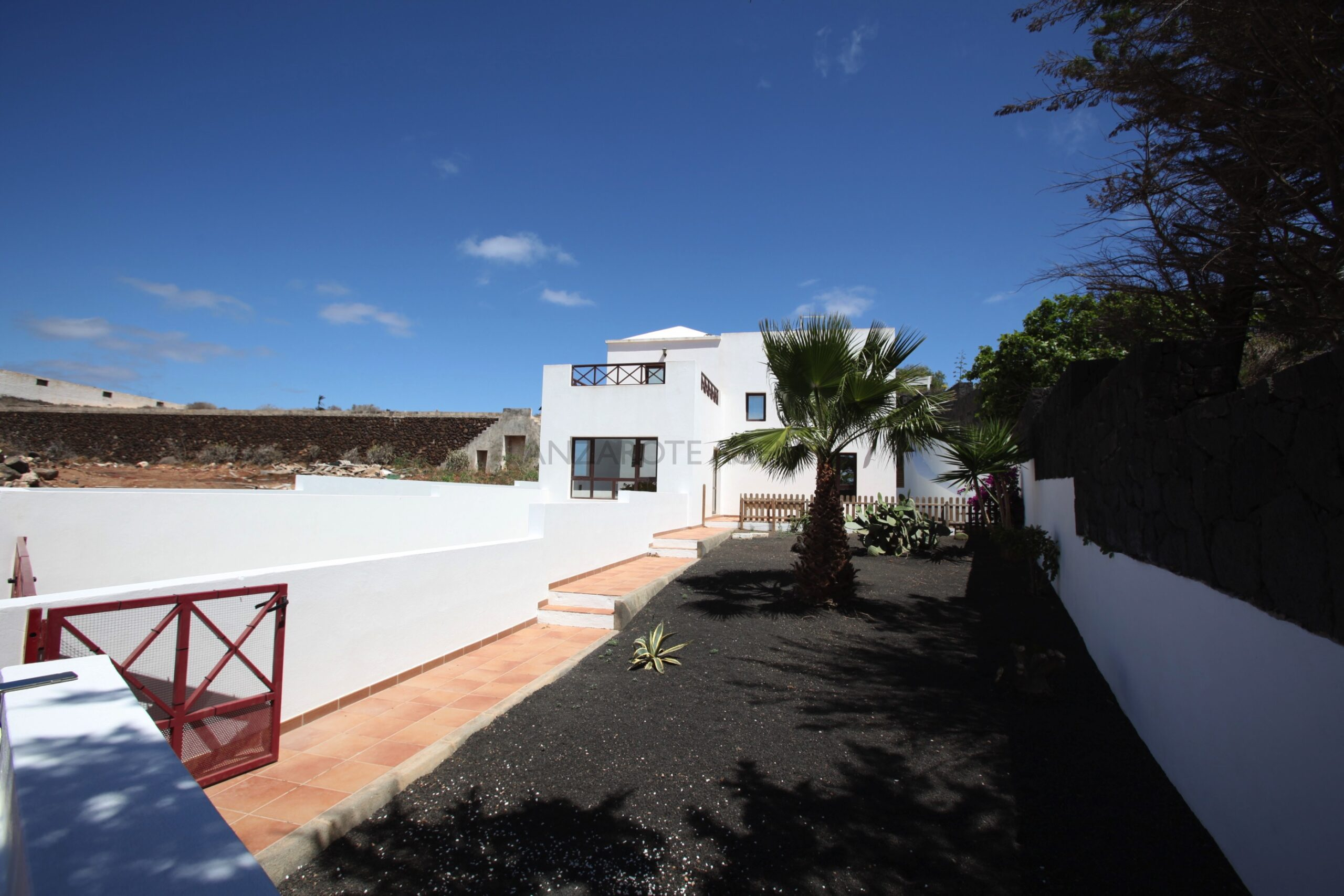 Detached Villa without Pool in Yaiza with Good Size Plot, Garage and Wonderful Views of Timanfaya National Park