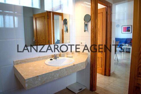 Primera bathroom1 to living
